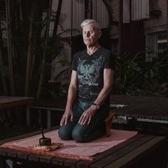 Kenneth Pakenham meditating